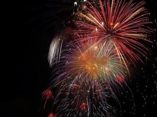 great-fireworks-night-725x544